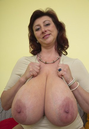 sex modne mature boobs