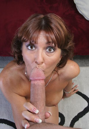 Mature latina sucking cock